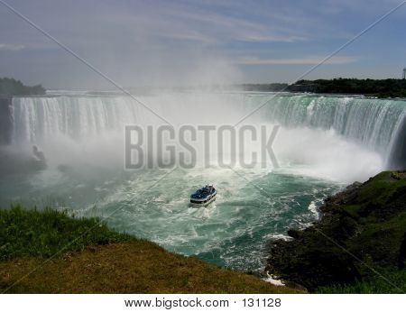 Picture or Photo of The hell and beauty of falling water in niagara falls with the tourist tour ship.