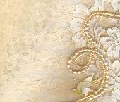 Постер, плакат: Свадебный фон с крем шелковистый декоративных аксессуаров кружева и жемчуг