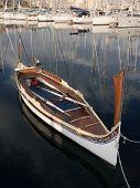 Постер, плакат: традиционные гребные лодки пришвартованы в Марина Сенглеа Мальта
