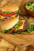 image of sesame seed  - Cheeseburger with lettuce - JPG