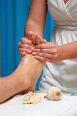 Постер, плакат: Красавец получить массаж в салоне красоты