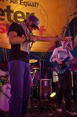 Wyzeleigh aus Exeter basierte-Band n.u.m.b. die live in die Welt-Zirkuszelt