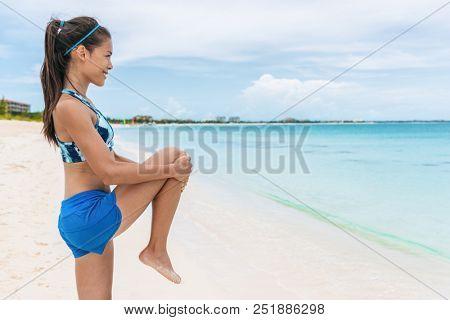 Fitness runner woman doing body