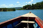 Próxima parada desde la proa de un barco o Plancha