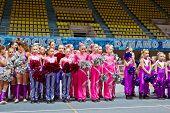 Moscú - 24 de MAR: Equipos de porristas niños en Campeonato y concursos de Moscú en cheerleading