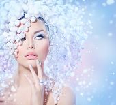 Winter Beauty Woman. Beautiful Fashion Model Girl with Snow Hair style and Make up. Holiday Makeup a