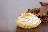 Tartlet with cream and chocolate