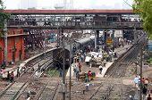Locomotiva na estação de trem em Nova Deli - Índia