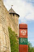 Aan de grens Rusland - Estland. Russische Fort van Ivangorod en de rand van post