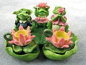 miniature dollhouse frog tea set