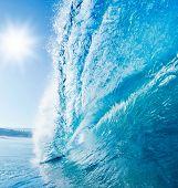 Blue Ocean Wave, sonnigen blauen Himmel