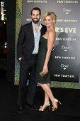 LOS ANGELES - DEC 5:  Josh Kelley, Katherine Heigl arrives at the