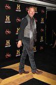 LOS ANGELES - 22 de setembro: Kevin Costner chega na festa Pre-Emmy