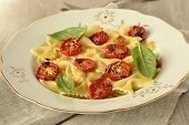 Farfalle with baked tomatoes