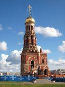 Una nueva campana de la torre en la ciudad de Yoshckar-Ola, Rusia.