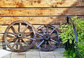 antigo carrinho de madeira