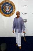 NEW YORK-JUNE 25: Singer Dionne Warwick attends the premiere of