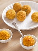 Doces indianos Laddoo