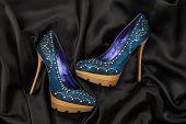 pic of black heel  - High - JPG