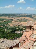 Ciudad de la colina Toscana