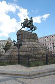 foto of hetman  - Famous monument to Ukrainian hetman in downtown Kiev - JPG