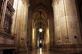 NightShot del arco en el Ayuntamiento de Viena