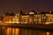 La Conciergerie By Night