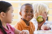 foto of school lunch  - Students outdoors eating lunch  - JPG