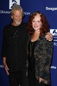 LOS ANGELES - JAN 23:  Kris Kristofferson, Bonnie Raitt at the