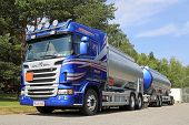 Blue Scania Tanker Truck For Transporting Chemicals