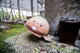 pic of reactor  - old helmet in reactor no - JPG