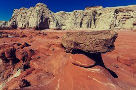 pic of hoodoo  - Toadstool hoodoos in the Utah desert - JPG
