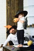 Постер, плакат: Witcher And Little Magician Make Halloween Decor