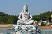 Estatua de Shiva en Rishikesh, India