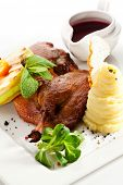 picture of barbary duck  - Duck Served with Fruits - JPG