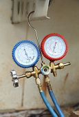 picture of manometer  - manometers on equipment for filling air conditioners - JPG