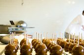 picture of picking tray  - image of a store making fresh candy apples - JPG