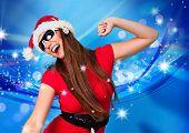 Niña de Santa con estrellas y bailando música de fondo azul