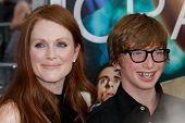 NEW YORK - 19.Juli: Julianne Moore und ihr Sohn Caleb Freundlick besuchen die Welt-Film-Premiere von