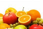 Постер, плакат: Различные фрукты изолированные на белом фоне
