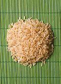 Hügel von brauner Reis