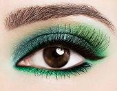 Olho de mulher com bela maquiagem