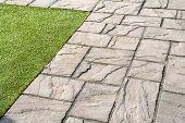 Detalhes de azulejos do jardim de pedra cinza