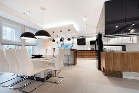 foto of mansion  - Modern kitchen interior design in black and white style - JPG