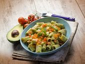 pasta with avocado and tomatoes