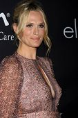 LOS ANGELES - OCT 18:  Molly Sims at the Pink Party 2014 at Hanger 8 on October 18, 2014 in Santa Monica, CA