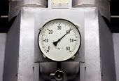 pic of manometer  - Manometers in high pressure industrial environment - JPG