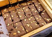 foto of brownie  - Brownie in wooden tray (brownie, sweet, cake) ** Note: Visible grain at 100%, best at smaller sizes - JPG