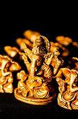 Ganesha sobre fondo negro