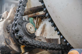 pic of dynamo  - old chain with grease on propel roller for motor powered - JPG